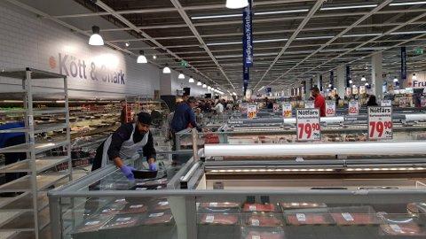 FYLLER HYLLENE: Maximat og de andre butikkene på Töcksfors senter kan snart ta imot nordmenn igjen.