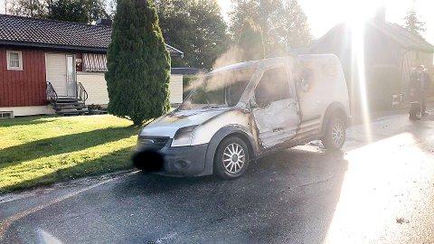 UTBRENT: Det brant godt i bilen, men heldigvis tok ikke drivstofftanken fyr.