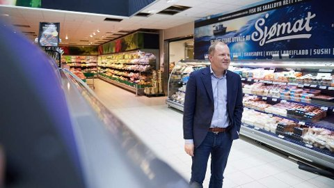 KORONATILTAK: Viseadministrerende direktør Bjørn Vik-Mo i Coop Midt-Norge SA sier de har lagt begrensninger for blant annet loddsalg i alle sine butikker på grunn av koronaepidemien. Foto: Marius Langfjord