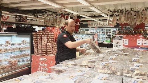 NÆRINGSLIVET: Nils Olav Øy er butikksjef er oppteken av at næringslivet gjer det dei kan for å skapa interesse rundt faget.