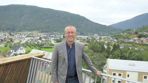 NØGD: Arnstein Menes (Sp), ordførar i nye Sogndal kommune er nøgd med folketalsutviklinga i den nye storkommunen. (Arkivfoto)