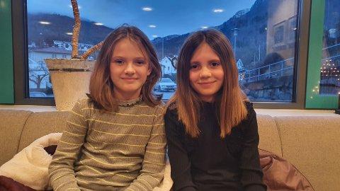 NY SVEIS: Emmelin Røysum og Leah Reksnes Randen donerte ein fjerdels meter av håret sitt til parykk for kreftråka.