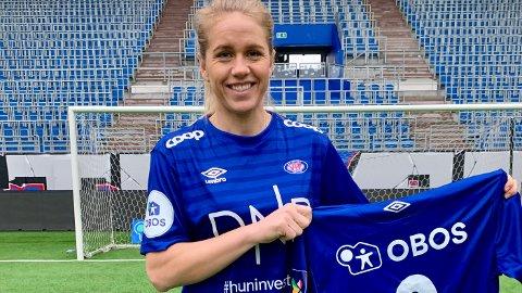 NY DRAKT: Elise Thorsnes flyttar til hovudstaden når ho no skal kle seg i den blåe VIF-drakta.