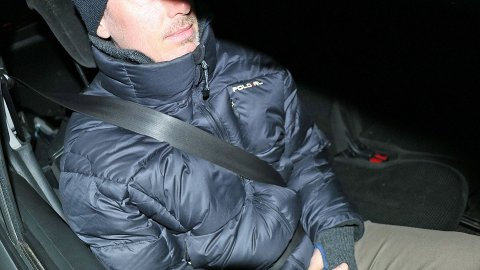SKYDDAR DÅRLEGARE: Å ha jakke på under bilbiltet gir dårlegare tryggleik.