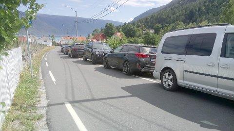 TRANGT: I fleire år har parkeringskaoset vore eit faktum sommarstid i Solvorn. Denne veka får formannskapet utfordringa på bordet.