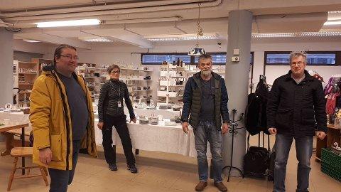 BLITT KOMMUNAL: Bjørn Skalle, Anne Helene Bergmål, Johnn Fodnes og Arne Johnsen i butikken som no er over på kommunale hender.