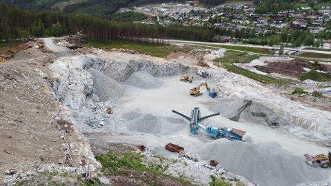MYRADN: Dronefoto frå området med knuseverket på industriområdet på Kaupanger.