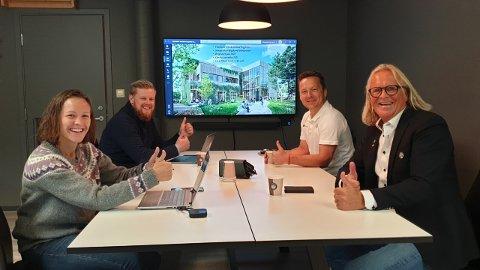 GÅVE: ViteMeir-senteret og Sogndal Fotball samarbeider for å dra nytte av kvarandre sine produkt, f.v. Åse Neraas, Erlend Fardal Lunde, Terje Teigen og Rasmus Mo.