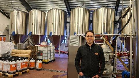 MANGE LITER: Godt over ein halv million liter øl blir bryggja i tankane på Ægir årleg. I 2020 vart det seld 530 000 liter Ægir-øl, om lag 20 000 liter mindre enn i 2019.