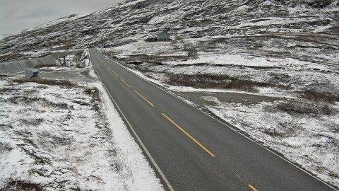GLATT: På fjellet mellom Årdal og Tyin kan det vera glatt. Her frå Tyinosen 1081 meter over havet.
