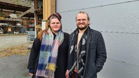 SPENNANDE: Mariell Øyre og Jostein Avdem Fretland ser fram til at lagerbygget på Monsemarki skal bli forvandla til eit bakeri med ein kafédel i tida som kjem