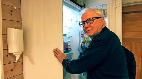 FEIA FOR EIGA KJØLESKAPSDØR: Simas-direktør Hallvard Thomassen har teke ein grundig gjennomgang av eigne handle- og kaste-rutinar. No vil han sogningane skal gjera det same.