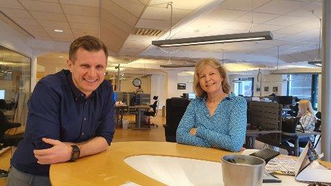 GODT BUDDE: Ansvarleg redaktør og dagleg leiar Arve Uglum og nyhenderedaktør Eli Grotle er budde på kjeft når frekvensen på papiravisa blir endra.