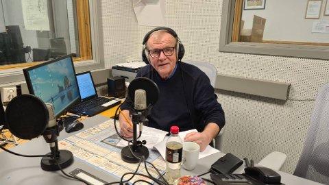 POPULÆR: Prestevikar Trond Johansen har radioprogrammet «40 minutt med prestevikaren» på Radio Luster ein gong i veka. Og programmet har blitt svært populært.