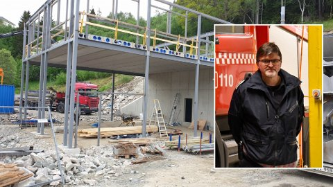 VIKTIG: Brannsjef Vidar Trettenes er glad for at kommunen no tek ansvar og byggjer ein heilt ny brannstasjon i Balestrand.