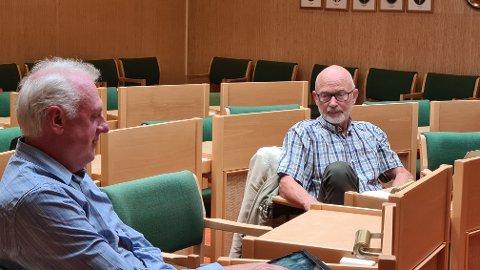 MUTTE: Jan Olav Fretland (t.h., SV) og Jan Geir Solheim (Sp) vart litt mutte då resten av formannskapet i Lærdal stemde dei ned i saka om å gje tilskot til Pop up Otternes i nabokommunen.