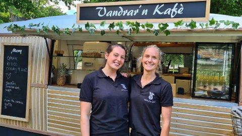 SATSAR: Vandrar´n kafé, medan eigar Marie Lokreim og Mathilde Grøttebø i spissen, er éin av to nye verksemder som satsar på matservering i Lærdal.