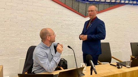 NY TITTEL: Rådmann Tor-Einar Skinlo vart kommunedirektør undervegs i møtet torsdag. Ordførar Arnstein Menes (Sp) kan styra si begestring for det.