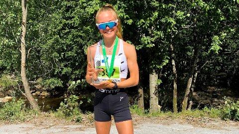 FULL KLAFF: Sigrid Dalaker har berre sprunge i halvtanna år, men var raskaste dame under Jølster Maraton i helga.
