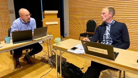 SKEPTISK: Stig Ove Ølmheim (Ap) tykkjer løysinga er god, men er tvilsam til å ta investeringsavgjerder utanom budsjetthandsaminga. Kommunedirektør Tor Erik Skinlo argumenterte for kvifor det hasta.