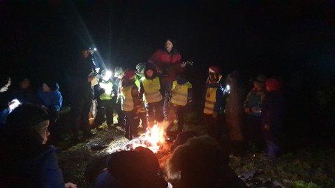 Det var gitarspilling og grilling da Sørabygda-speiderne hadde sin juleavslutning på Hellestø.