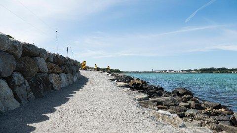 Turveg Hafrsfjord er fortsatt ikke ferdigstilt. Politikere etterspør nå fremdrift for å få veien ferdig langs Sørnes.