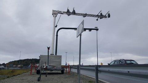 Den midlertidige bommen ble satt opp ved avkjørselen til Forus fra Solasplitten i går ettermiddag.