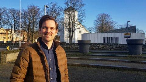 Prost Tomas Mjelde Røsbak understreker at likekjønnede er like velkomne til å gifte seg i kirken som andre.