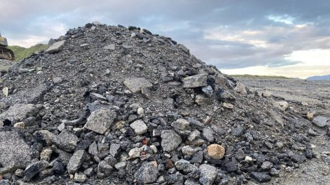 Fyllingen på eiendommen på Tjelta skal inneholde masser som er urene. Kommunen krever at den fjernes.