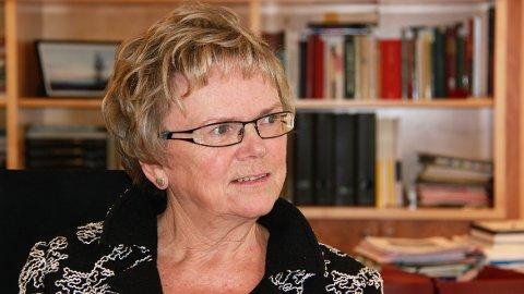 Måndag startar arbeidet med å rassikre riksvegen Tysdalsvatnet. Det er samferdsleminister Magnhild Meltveit Kleppa som skal ta det første spadestikket.