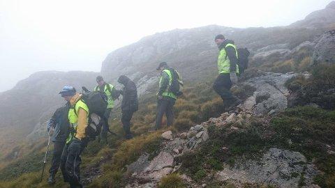 Lokallaget til Norsk Folkehjelp løser oppdrag både på sjøen og langt til fjells. Her fra en redningsaksjon i fjellet. (Foto: Norsk Folkehjelp Strand og Forsand)