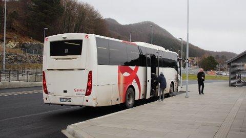 BLIR GRØNE: Det er sett inn mange midlertidige bussar i rutene i Ryfylke, men Kolumbus opplyser at det er bestilt 30 nye bussar. Innan mai skal alle nye, grøne bussar vera på plass.