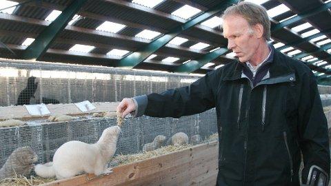 MISFORNØYD: Kleppsbuen Bertran Trane Skadsem er styreleder i Norges Pelsdyralslag. Han understreker at regjeringen så langt har tilbydd en kompensasjon som bare dekker en brøkdel av tapet til pelsdyrbøndene.