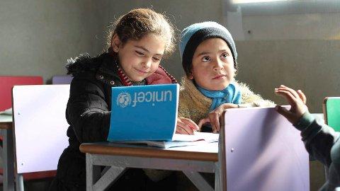 9.Desember i 2016. barn i tilfulkstrommet i Jibreen, får basis utdanning, i de 20 klasserommene som er gjenreist av Unicef og andre partnere. Den midlertidige skolen gir i dag 900 barn et tilbud.
