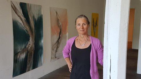 Runi Langum arbeider med tegninger i stort format som alle uttrykket bevegelse.