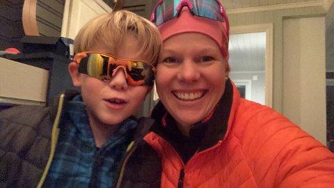 Ina Bjørnsen og sønnen håper noen vil leie ut hytta si til dem neste år.