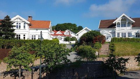 – I Svelvik har vi sikkert det vakreste kvartalet av boliger i den nye kommunen, skriver svelviking Arild Røste.