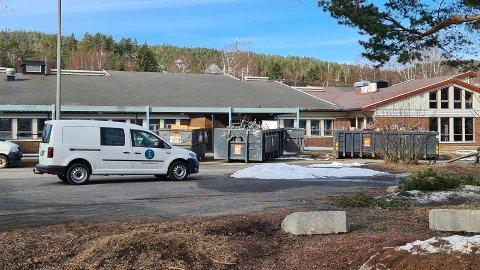 Utenfor Ebbestad skole  har det vært mye aktivitet den siste tida.