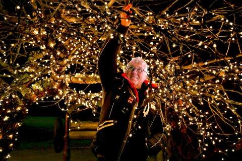 Alvorlig Telemarksavisa - Ronnie har 12 000 julelys i hagen SB-18
