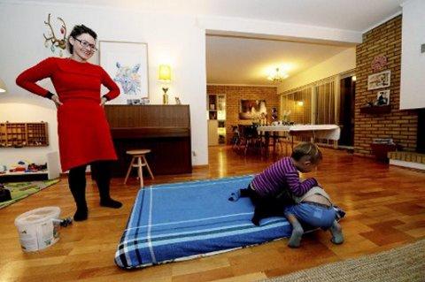 MILJØVENNLIG: Mye i stuen til familien på fire er gjenbruk. FOTO: TB.no