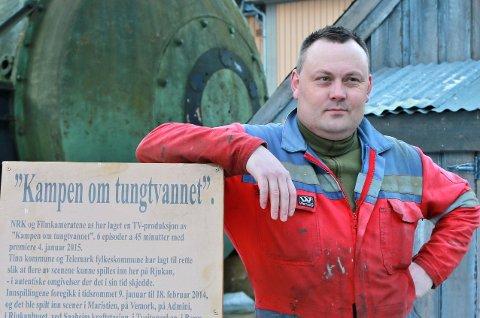 KAMPEN OM TUNGTVANNET: Lokalhistoriker Bjørn Iversen på Rjukan opplever at NRKs tv-serie «Kampen om tungtvannet» slår an og mener kritikken som har kommet ikke treffer. – Dette er en dramaserie, sier han.FOTO: ASBJØRN TORGERSEN