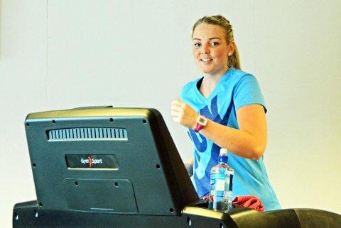 FRISK: Sterke astmaanfall, som sendte Chalotte Lindgren til sykehus, har forsvunnet. Løping på tredemølle har vært den effektive medisinen for 22-åringen.