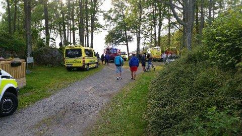 SPERRET AV: Stranda ved Blokkebukta camping er sperret av mens redningsaksjonen pågår.