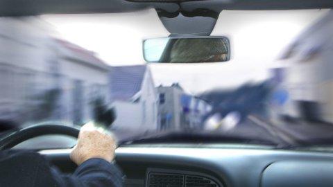 4 av 10 spurte i en fersk undersøkelse sier at de sliter med synet i trafikken. Og det er ekstra ille nå i mørketiden. vIllustrasjonsfoto: Scanpix