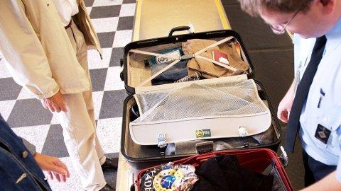 GJENNOM SIKKERHETSKONTROLLEN: Verdisaker skal ligge i håndbagasjen. Foto: Colourbox/ANB