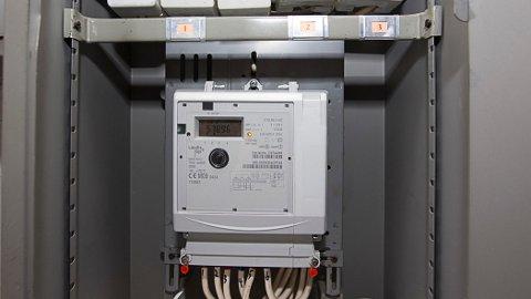 NYE STRØMMÅLERE: Alle strømmålere i Norge skal byttes ut med en smart måler, gjerne kalt AMS. Det vil koste 10 milliarder kroner og gi deg dyrere strøm.  Terje Bendiksby / NTB scanpix