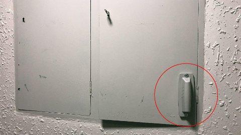 Denne klumpen kan monteres på sikringsskapet og fungerer som en antenne slik at den automatiske strømmåleren kan innrapportere strømforbruket.