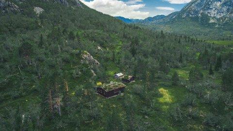 - MAJESTETISK: Ifølge eiendomsmegler Are Olsen ligger eiendommen majestetisk til fra 740 til 1500 meters høyde. foto: Inbovi/eiendomsmegler1