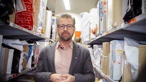 VELDIG FULLT: - Her er det veldig fullt, konstaterer pressesjef John Eckhoff i Posten Norge. FOTO: Posten