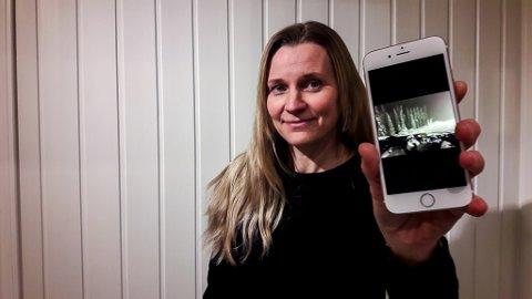 I FIN STAND: Etter sju dager ute i snøen overlevde mobilen og fungerer nå fint i ny kappe. Mona Poppe er godt fornøyd.